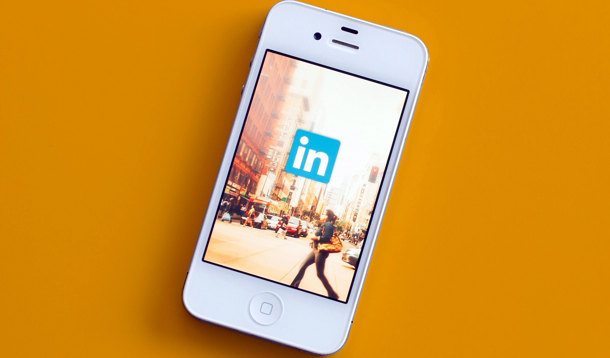 get attention on your linkedin profile moblobi