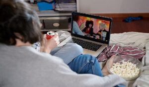 how to watch netflix series